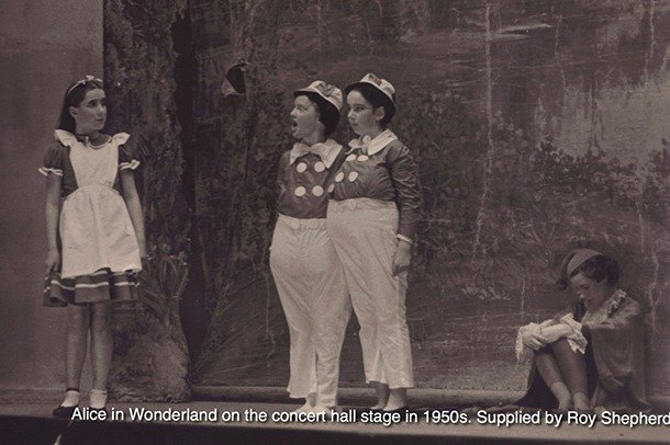 A photography of a 1950s performance of Alice in Wonderland on the main stage
